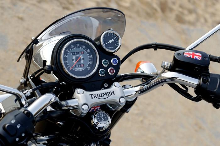 Thruxton Triumph Bonneville Retro Logo Polished Motone Brake Reservoir Cover T120 SNG220